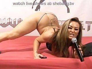amanda Rendal necken und auf Live-Show Masturbieren