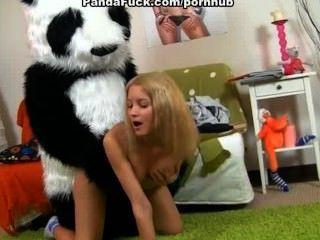 Nackt jugendlich Mädchen will Gurt auf Sex mit Bären