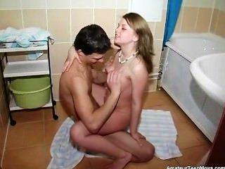 schöne alenushka hatte einen sehr süßen Bad Teen ficken