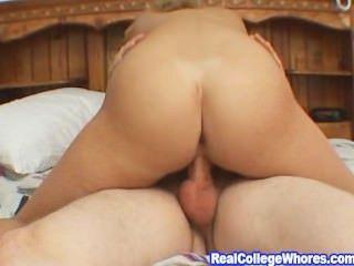 vollbusige Blondine Foto-Shooting dann harten Sex