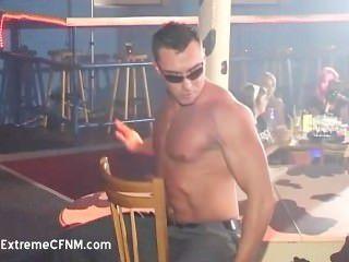 betrunkenen Mädchen und männlichen Stripper