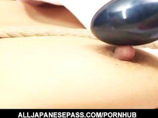 gebunden japanische Puma wird in den Arsch gefickt und spielte