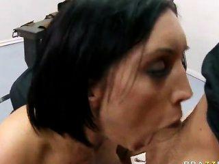 große assed Brünette dylan ryder bekommt ihre tiefe Kehle und Pussy gefickt