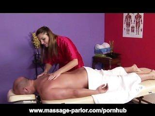 Aurora Snow bekommt cum alle über ihre Titten nach der Massage