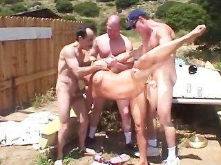 Spaß ourdoor Gang Bang mit heißen blond