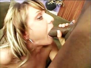 sie liebt schwarzen Hahn