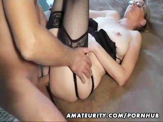 Hot Amateur MILF saugt und fickt mit Cumshot auf Pussy