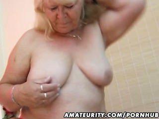 mollig Amateur Frau saugt und fickt auf ihrem Bett