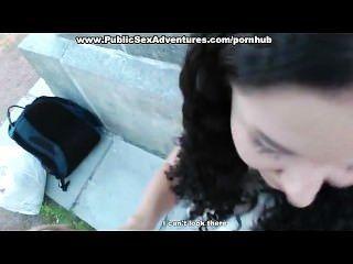 Outdoor-Fick mit Mädchen in Strumpfhosen
