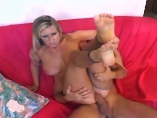 Blondine mit großen Titten Ficken und ein foot in nackten ouvert Nylons geben