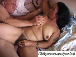 schöne reife Babe nina genießt eine harte fucking