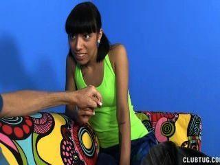 Naughty Teen wichst ihr Stiefonkel