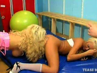 lucy Sommern Knall babes lesbische Spiele