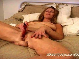 gesund über 40 Milf April masturbiert