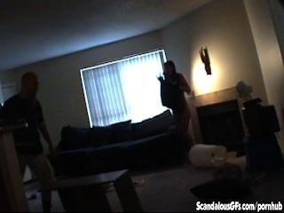 die spycam, die ihre lesbischen Stelldichein gefangen