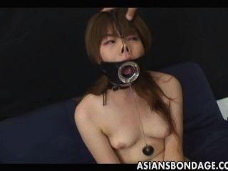 japanisch saugt mit einem großen offenen Mund Gag
