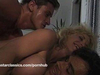 Big Boob klassischen Porno-Star anal Abenteuer
