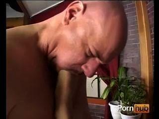 Mädchen essen Kerl fat ass