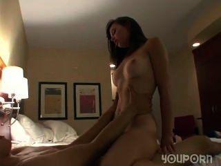 Hardcore-Sex in einem Hotelzimmer