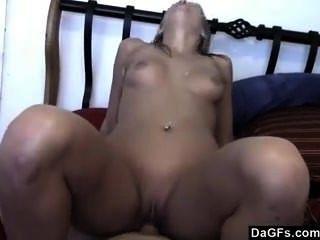 ihr Haar während des harten Sex ziehen