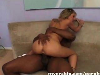 blonde teen weiß Pussy in interracial Sex mit einem großen schwarzen Schwanz