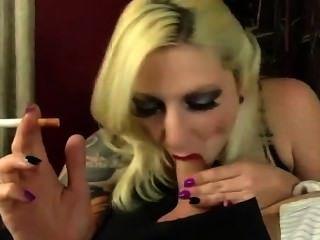 fugly tatooed blonde Rauchen bj (selten)
