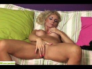 geil Puma Kyra blond Finger twat