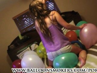samantha Sommer in erste popping Video Ballon