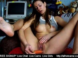 Webcam Mädchen masturbiert mit einer Karotte frei sexchat Mädchen heißen Sex-Chat frei l