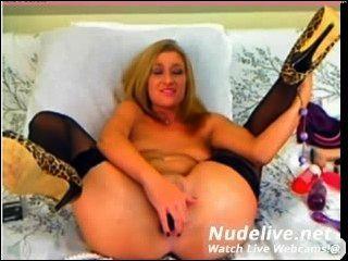 Webcam Wichsen - super hot Teen Küken mit tollen Körper