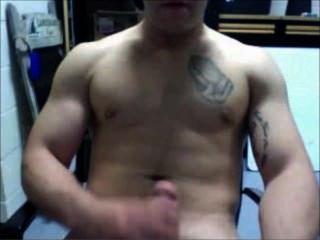 Muskel jarhead Geck - Dildo - abspritzt - verbiegt seine bullige Muskeln! Scheiße!