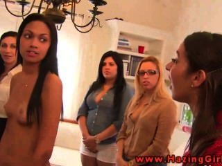 College-lesbische Jugendliche Dildos für ihre Initiierung mit