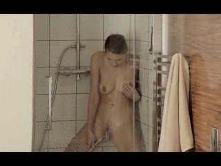 Orgasmus in der fetching Dusche Erreichen