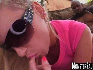 hot blonde Babe reitet mosnter Schwanz