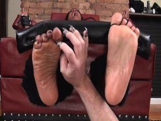 Füße hoch und geölter Füße gekitzelt