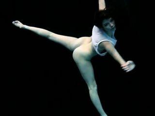 Unterwasser Nacktgymnastik - flex petra