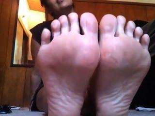 Anais jolie Füße necken 2