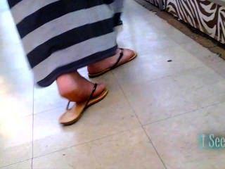 langes Kleid latina Füße