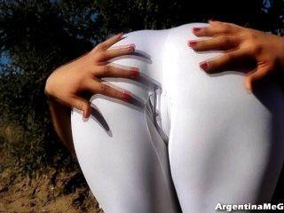 erstaunliche Körper jugendlich! in extrem engen weißen Spandex perfekten Arsch!