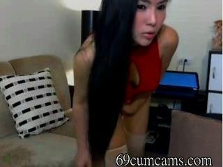 Asiat mit Riesenarsch tanzt auf cam