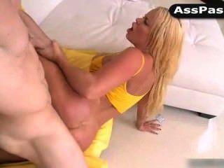nikki Delano wird in den Arsch gefickt
