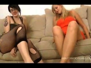 Füße Reinigung 2 wunderschöne Mädchen