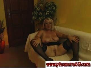 Milf zeigt Pussy Webcam pleasure69.com