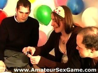 Amateur-Mädchen und Jungs Sex spielen wagen Spiel