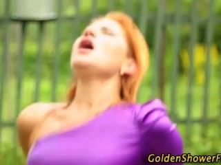bekleidet goldene Dusche Schlampen