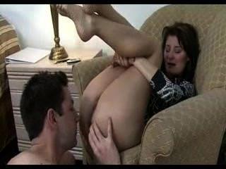 Schwester platt gesessen ihr Stiefbruder und macht ihn ihren Arsch lecken