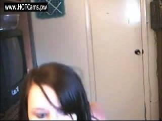 Chat-Mädchen nuttig Brünette Teenager-Streifen auf Webcam - hotcams.pw