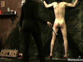 Domina Folter in Kerker mit Herrin Lady jenny Sadist
