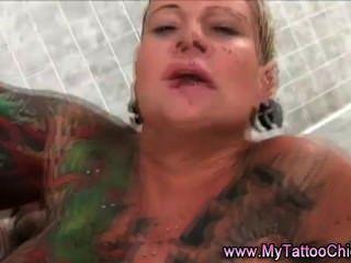Tattoo-Schlampe ficken und abspritzen
