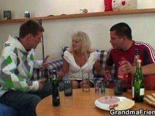 zwei Jungs ficken betrunken Oldie